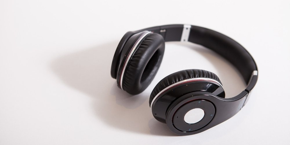 do noise cancelling headphones play music